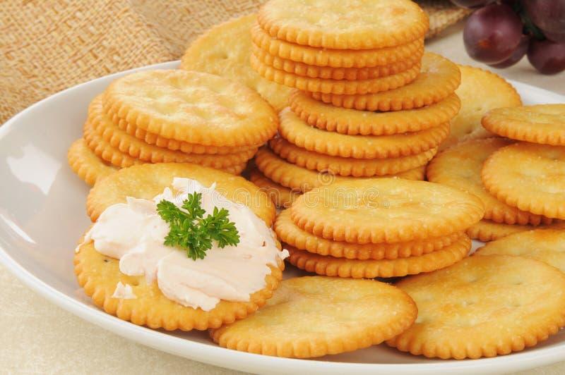 Casseurs de casse-croûte avec du fromage saumoné de crream image stock