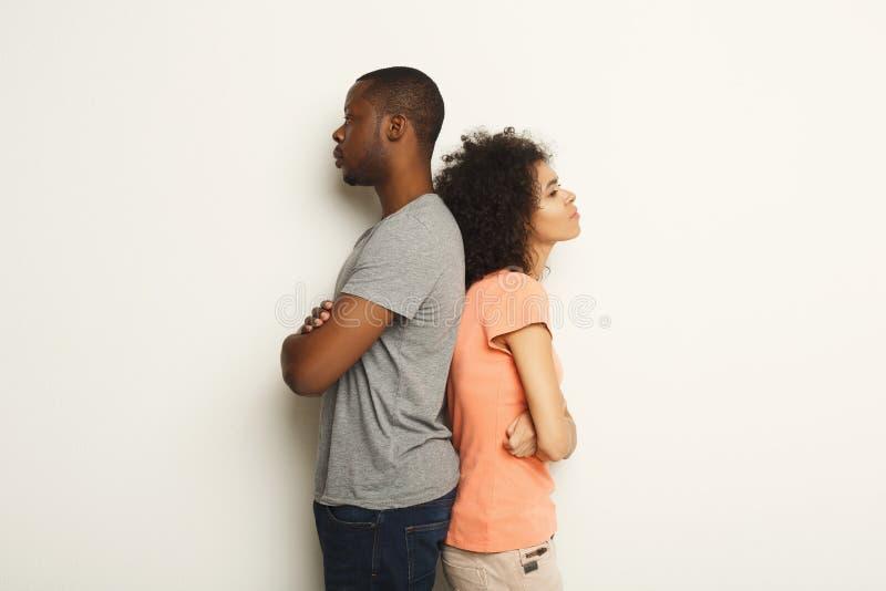 Cassez, les couples bouleversés de nouveau au dos après querelle photo libre de droits