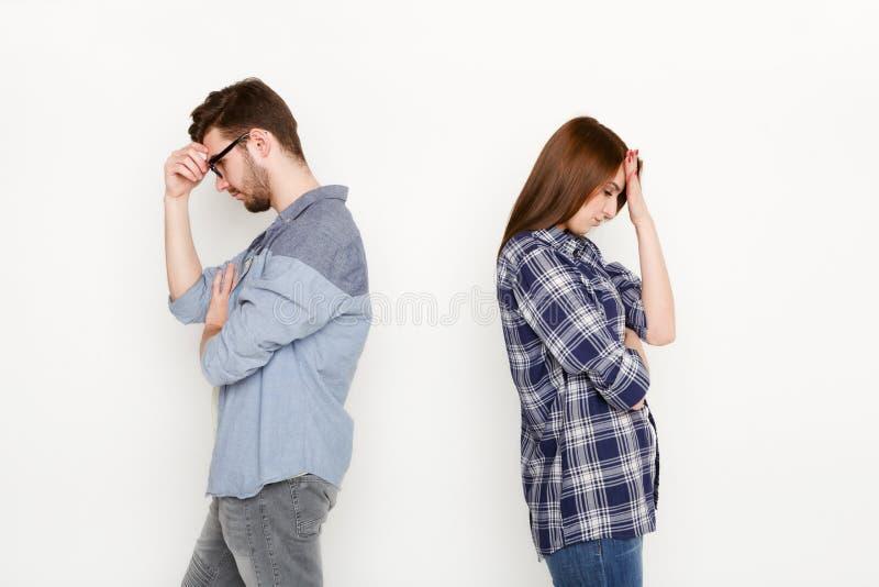 Cassez, les couples bouleversés de nouveau au dos après querelle photo stock