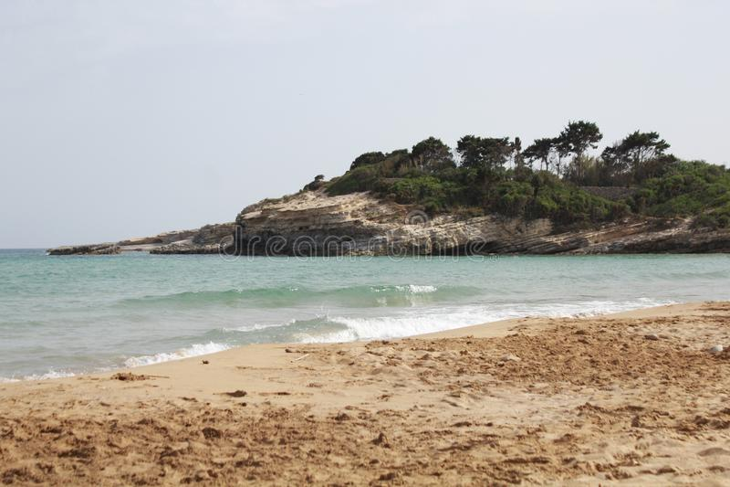 Cassibile strand och hav, Avola, Sicilien fotografering för bildbyråer