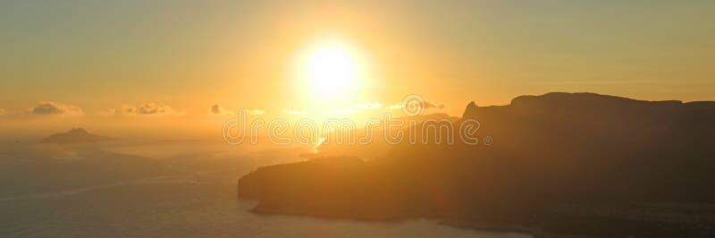 cassis wybrzeże zachodzącego słońca zdjęcie royalty free