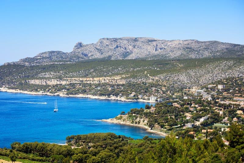 Cassissenbaai en overzees Kooi Azur, de Provence, Frankrijk stock foto's