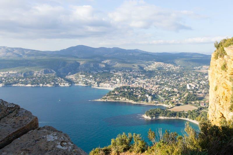 Cassissenmening vanaf de bovenkant van Kaapcanaille, Frankrijk stock foto's