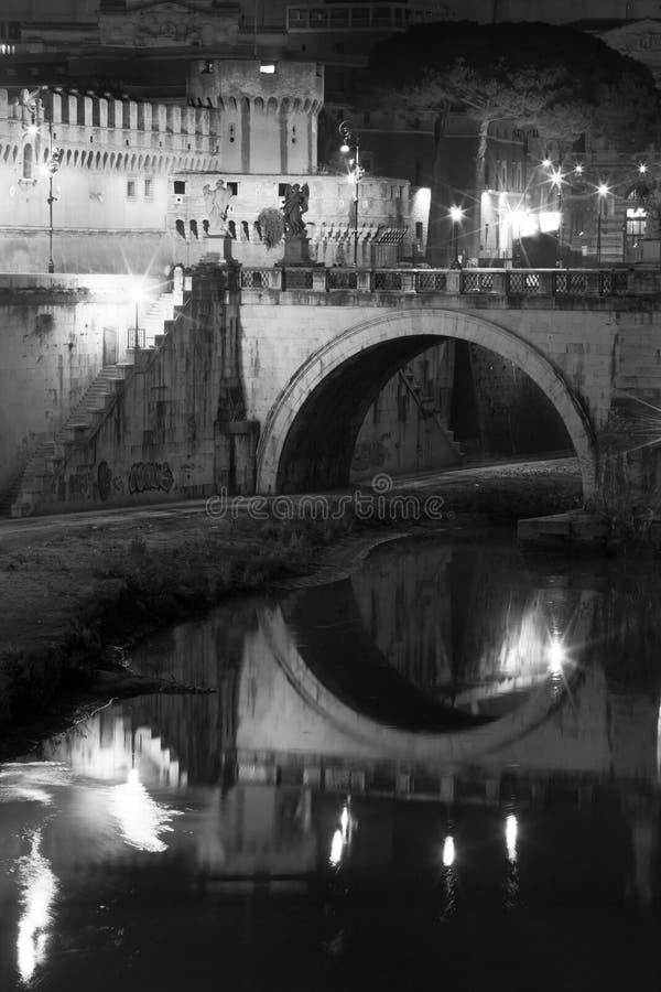 Casta Sant'Angelo, puente y río Tíber en Roma, Italia fotos de archivo libres de regalías