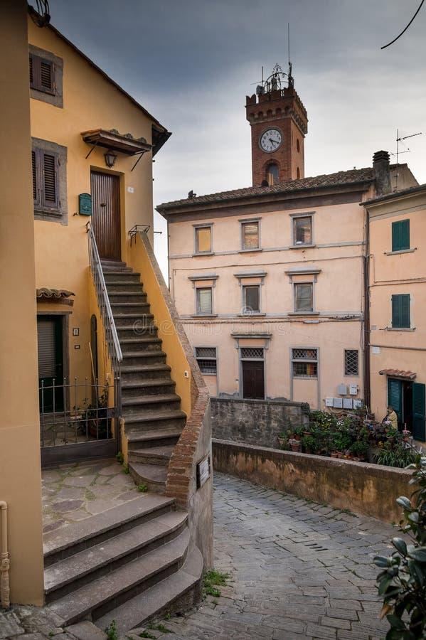 Castagneto Carducci, Leghorn, Italien - das Rathaus und das towe stockbild