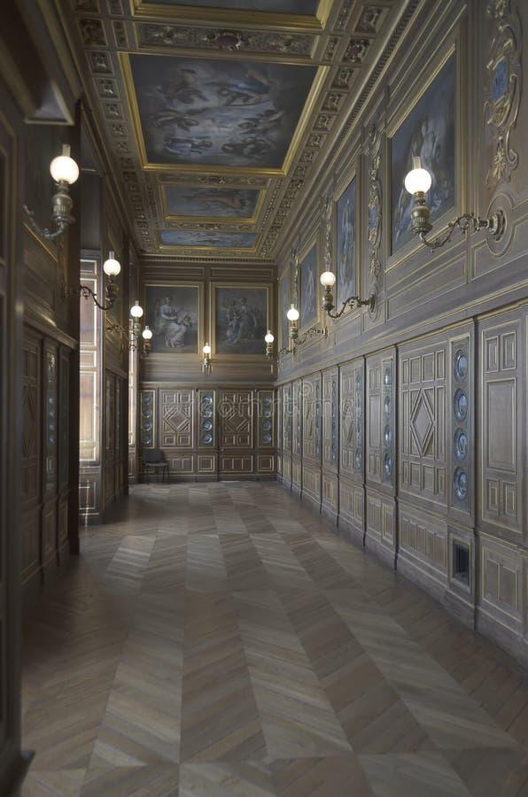 Caste Of Fontainebleau