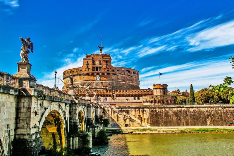 Castel有神圣的纪念碑的桥梁的,罗马,南意大利Sant安吉洛 库存照片