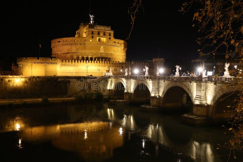 Castel Angelo en Roma en la noche imagen de archivo libre de regalías