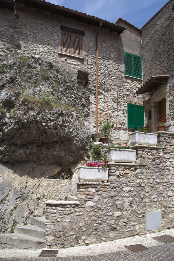 Castel Di Tor miasto blisko Rieti, osobliwie budynek obraz stock