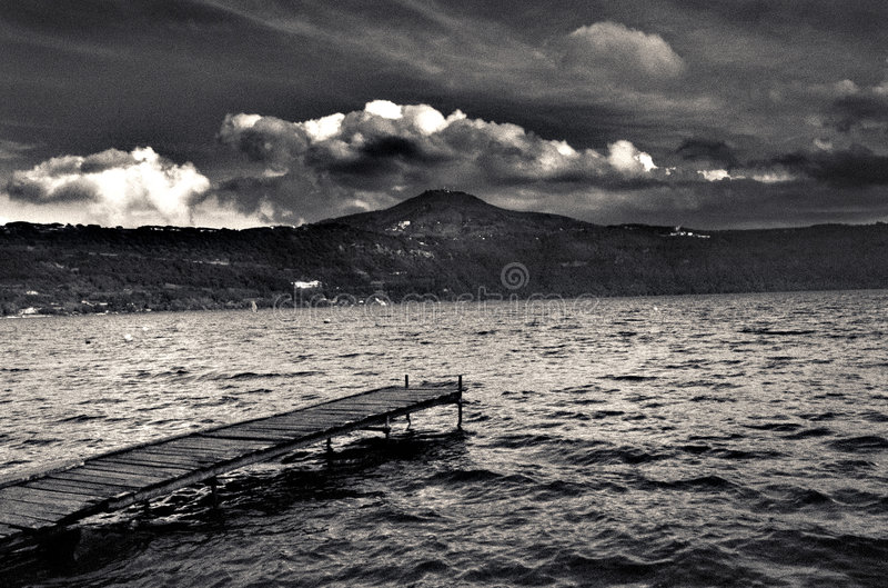 Castel Gandolfo湖 免版税库存照片