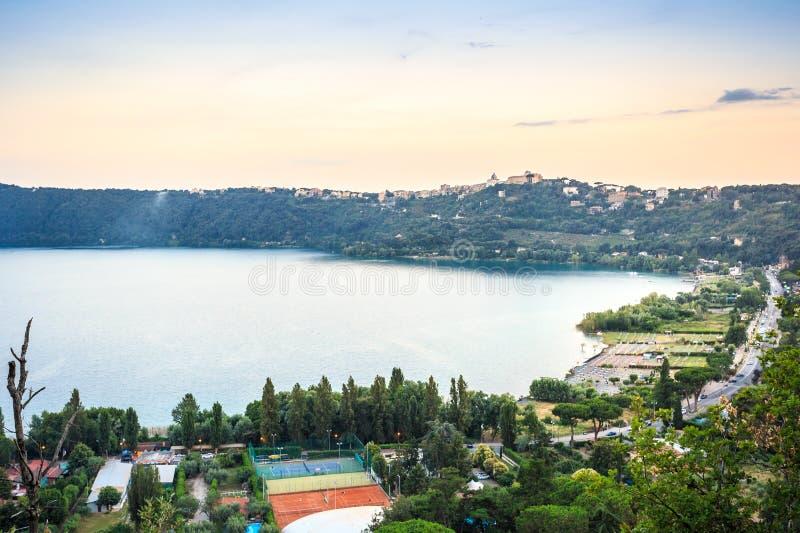 Castel Gandolfo et Albano Lake, Italie photographie stock libre de droits