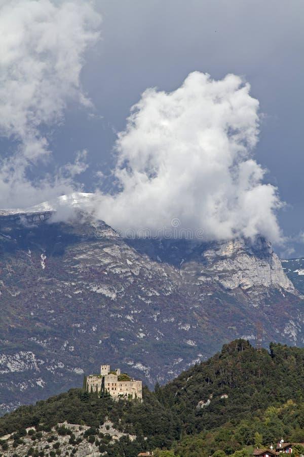 Download Castel Madruzzo En Trentino Foto de archivo - Imagen de idilio, nube: 64202768