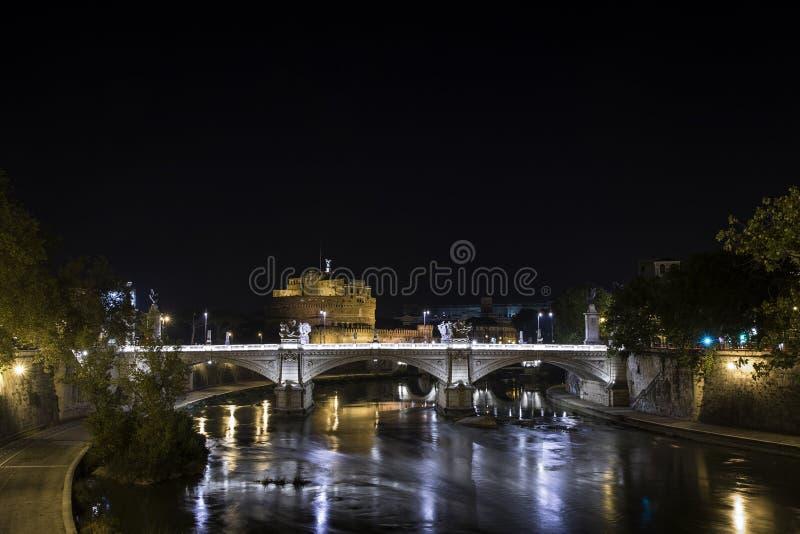 Castel S Angelo in Rome, als Mausoleum van Hadrian, bij nacht ook wordt bekend die royalty-vrije stock foto's