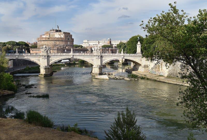 Download Castel Saint Angelo, Rom stockfoto. Bild von mitte, gebäude - 96932118