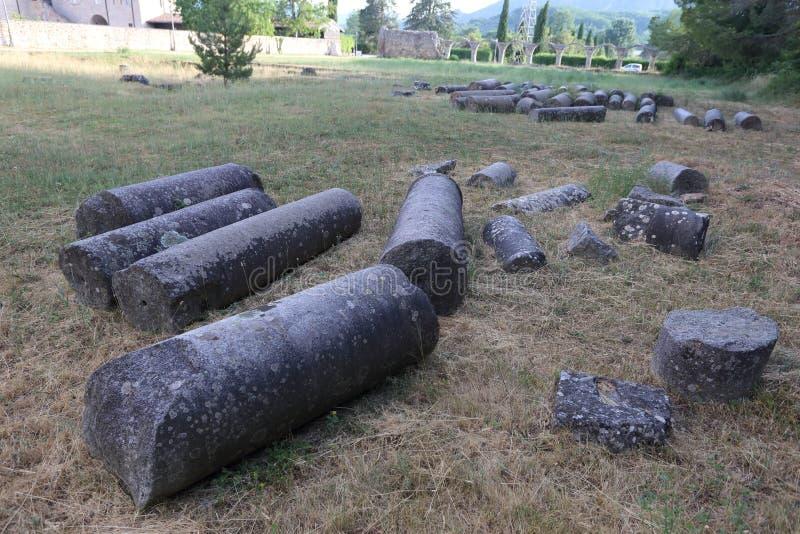 Castel San Vincenzo, Italien - 8 luglio 2019: Benediktinerabtei San Vincenzo in Molise im oberen Volturno lizenzfreies stockfoto