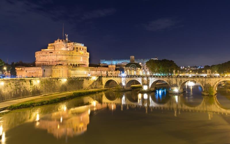Castel Sant安吉洛夜视图在罗马 免版税图库摄影