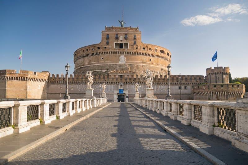 """Castel Sant """"Angelo и Ponte Sant """"Angelo в Риме, Риме, Италии стоковые изображения rf"""