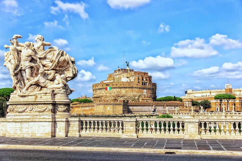Castel Sant 'Angelo von der Brücke rief Ponte Vittorio Emanuel an lizenzfreies stockbild