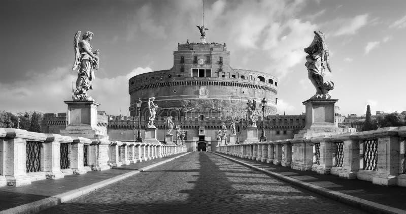 Castel Sant 'Angelo von Ponte Sant 'Angelo stockbilder