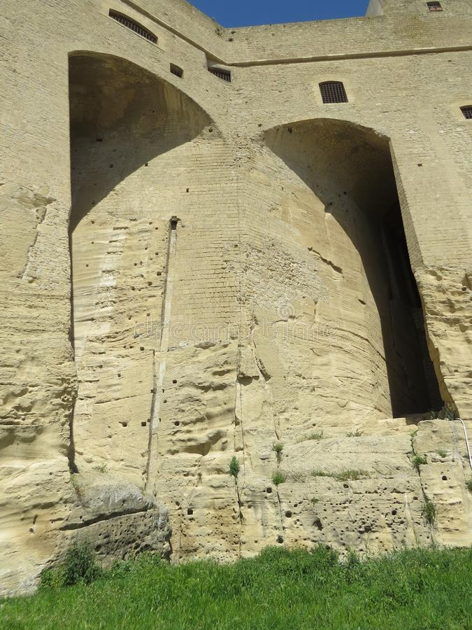 Castel Sant `艾蒙位于小山顶的中世纪堡垒在Certosa di圣马蒂诺附近 意大利那不勒斯 库存照片