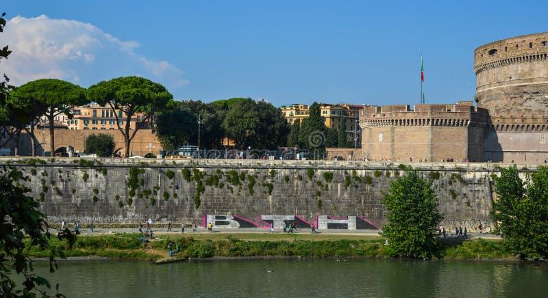 Castello di angelo del san e ponte e fiume del tevere for Europeo arredamenti mosciano sant angelo