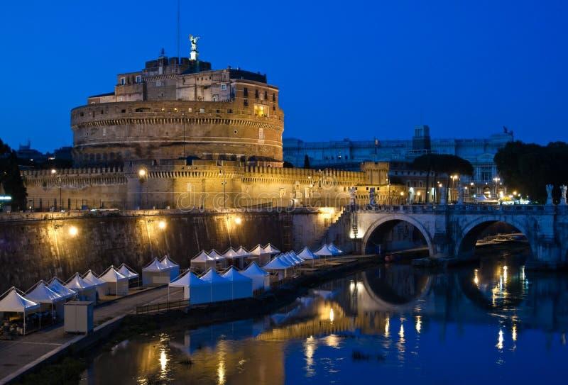 Castel Sant'Angelo en la noche fotografía de archivo