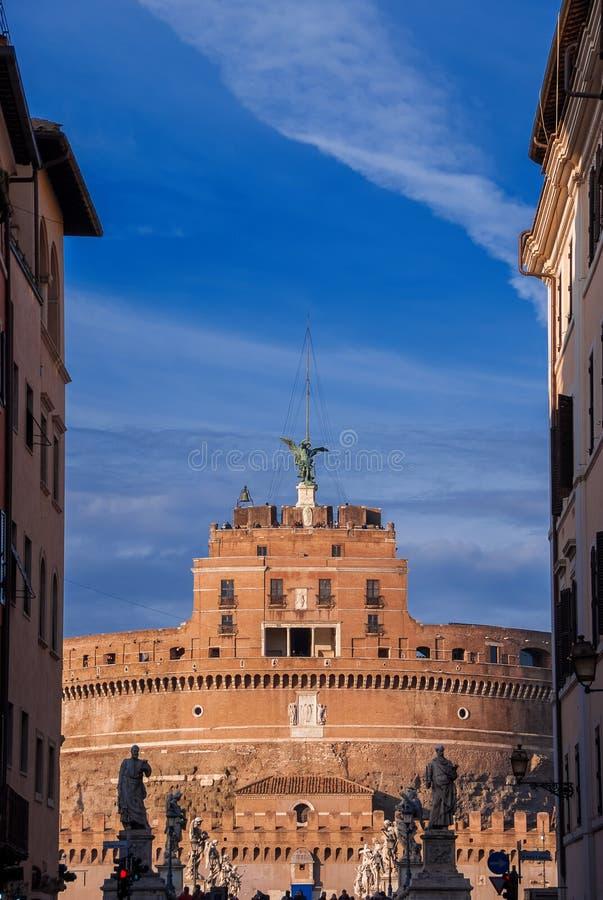 Castel Sant ` Angelo från gatan royaltyfria foton