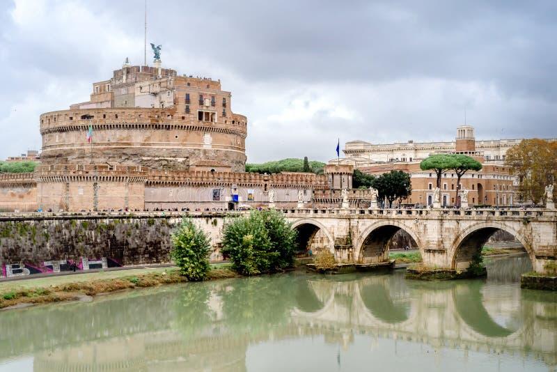 Castel Sant Angelo i en höstdag i Rome, Italien arkivbilder