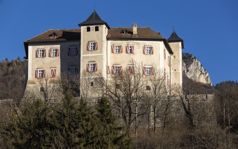Castel Thun-August maestoso: Un il migliore complesso di costruzione monumentale conservato dell'origine medievale, comune della  immagine stock