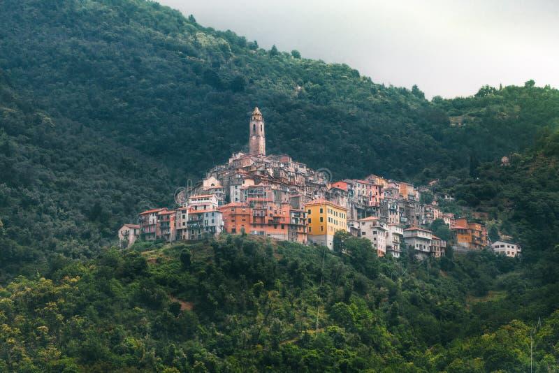 Castel Vittorio, Italiaans dorp in Ligurië royalty-vrije stock afbeeldingen