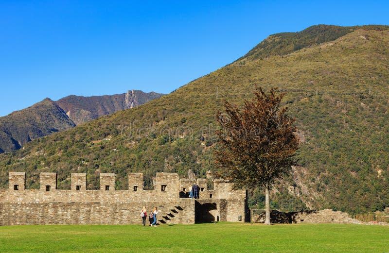 从Castelgrande堡垒的看法在贝林佐纳,瑞士 免版税库存照片