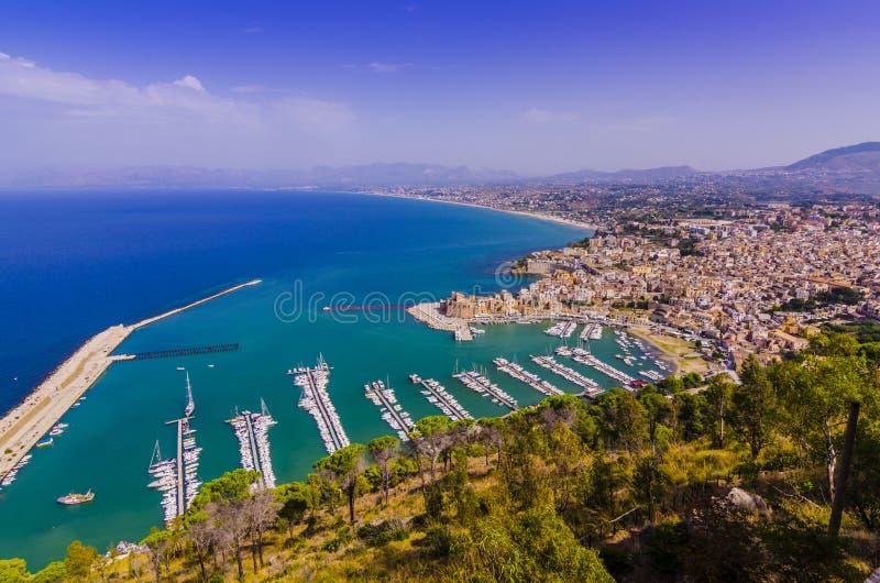 castellamare小游艇船坞的停泊的鸟瞰图  免版税库存照片