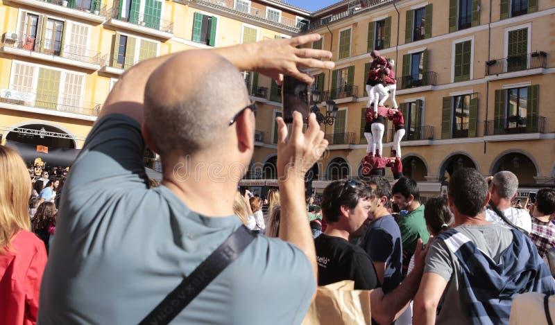 Castellers人塔街道表现展示在马略卡 库存图片