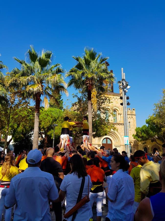 Castellers,人的塔在卡斯特利德费尔斯,西班牙 免版税图库摄影