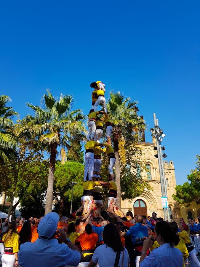 Castellers,人的塔在卡斯特利德费尔斯,西班牙 免版税库存图片