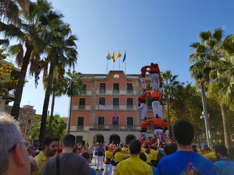Castellers,人的塔在卡斯特利德费尔斯,西班牙 图库摄影