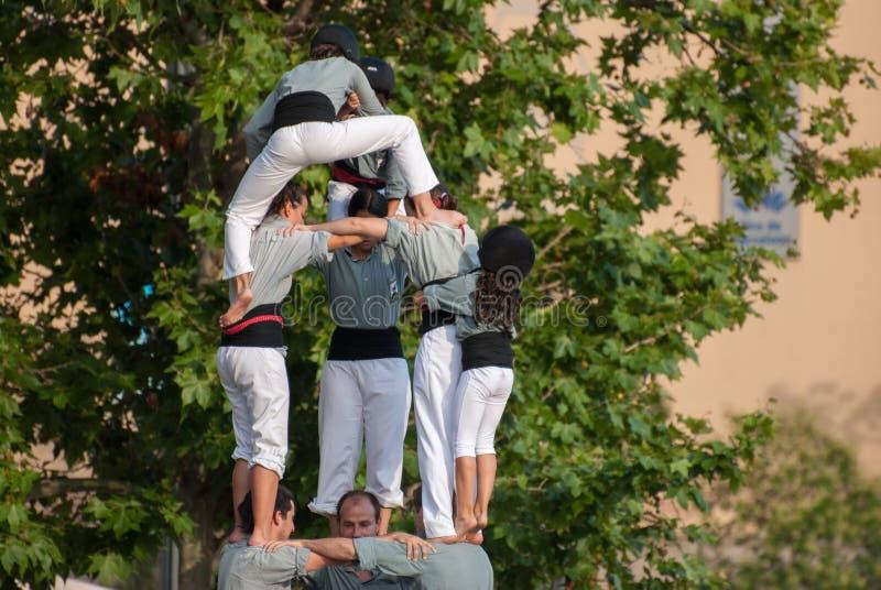 Castellers DE Barcelona Castell - is een menselijke die toren traditioneel in festivallen wordt gebouwd stock fotografie