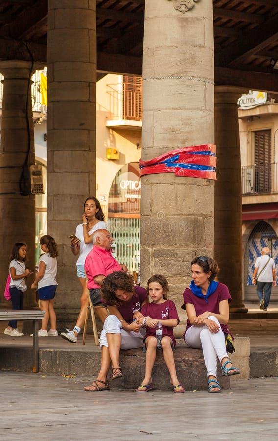 Castellers familj som vilar på Porxada, Granollers arkivfoton
