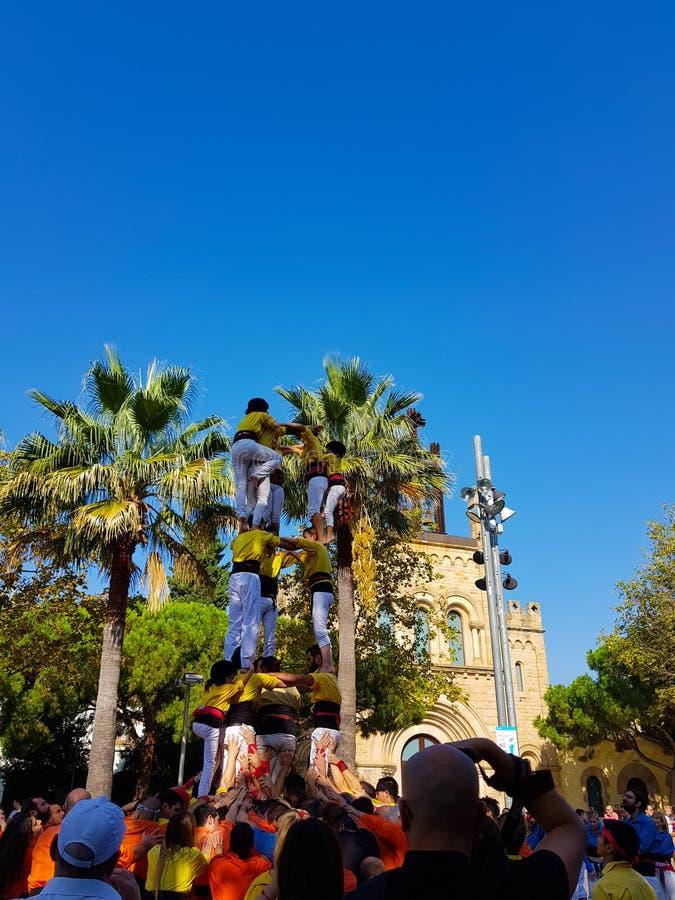 Castellers, torre humana en Castelldefels, España imagen de archivo