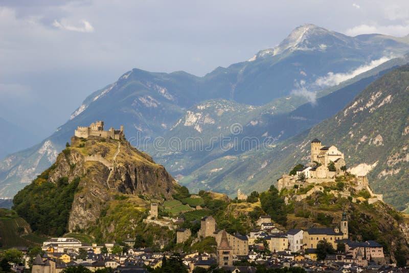 Castelli di Sion in Svizzera in alpi immagini stock