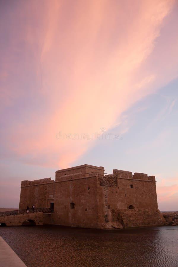 Castello antico del mare alla città di Paphos in Cipro, Sun fotografia stock libera da diritti