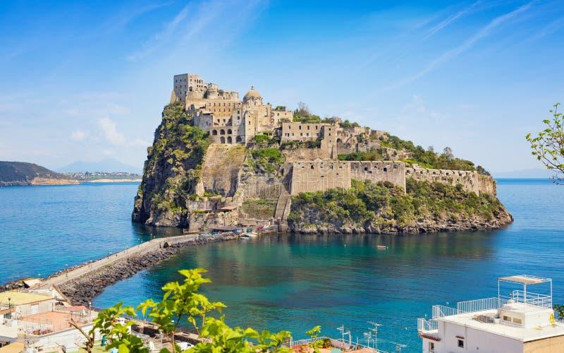 Castello Aragonese en mer tyrrhénienne, ischions, Italie photographie stock
