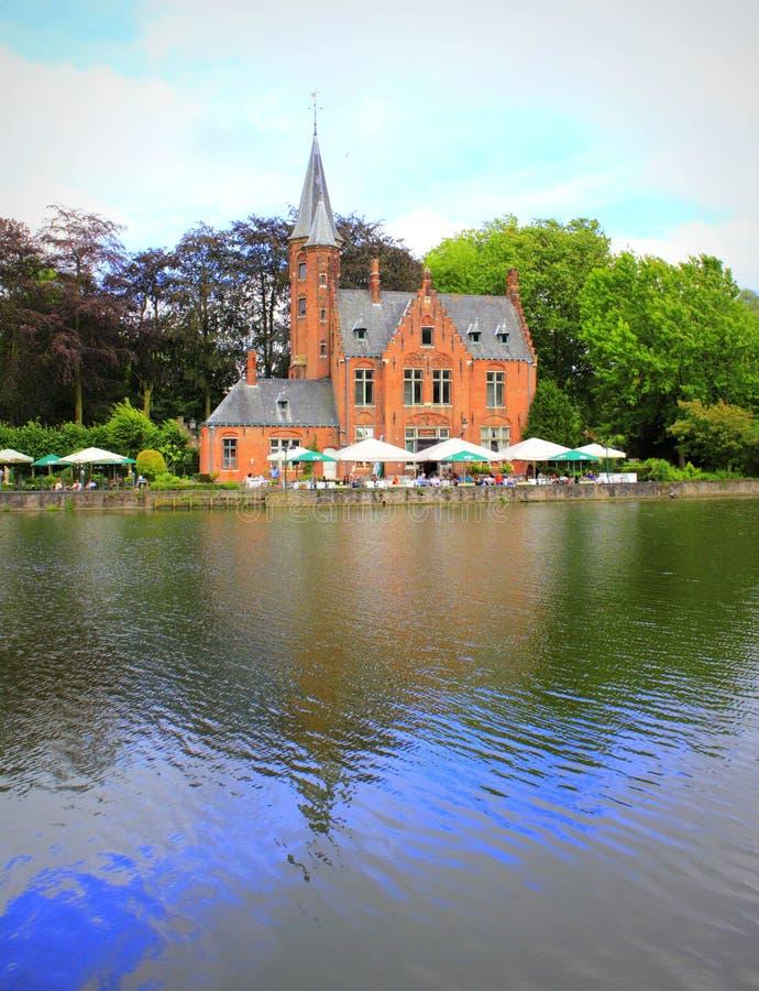 Castello Belgio del lago bruges fotografia stock libera da diritti