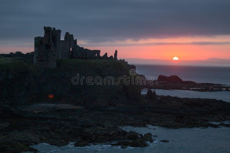 Castello Berwick del nord Scozia di Tantallon fotografia stock libera da diritti
