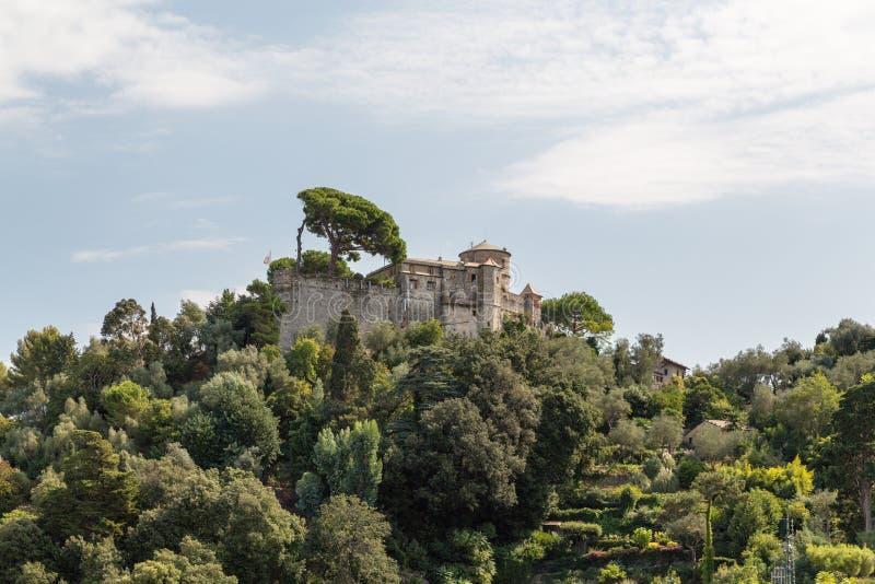 Castello Brown est le château au-dessus de Portofino images stock