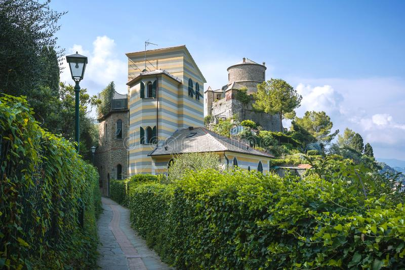 Castello Brown, Portofino, Ligurie, Italie - 9 août 2018 : Castello Brown est un musée de maison situé fortement au-dessus du por images stock