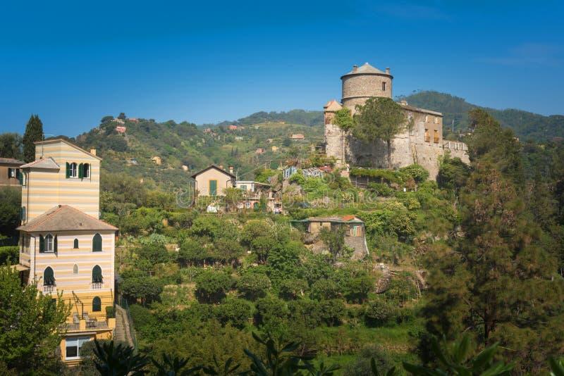 Castello Brown, un emplacement unique dans le monde, situé au centre de la baie de Portofino photo libre de droits
