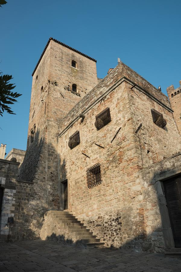 Castello Cini, Monselice, Italia, contra el cielo azul foto de archivo