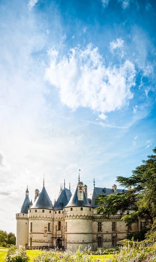 Castello contro cielo blu. La Francia, Europa. fotografie stock