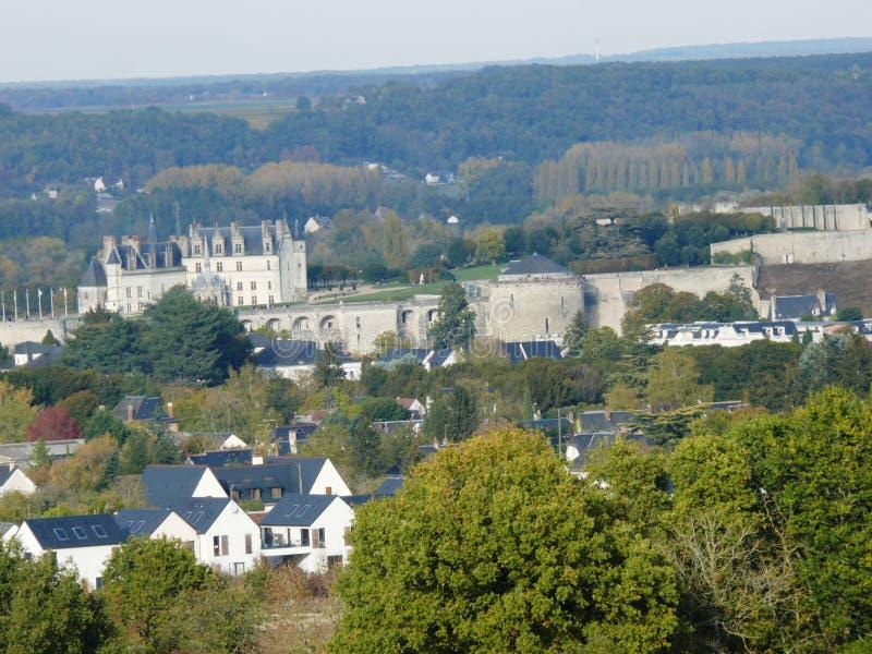 Castello di Amboise visto dalla pagoda di Chanteloup in Indre et nella Loira immagine stock